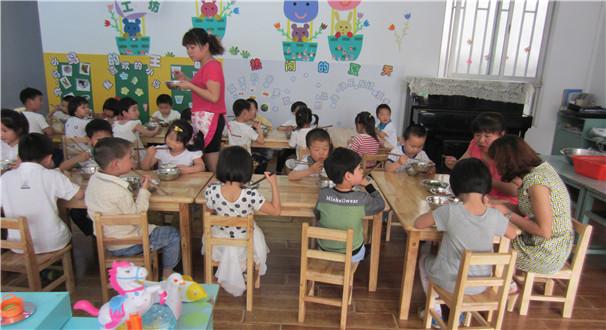 让幼儿吃发霉大米 幼儿园食品安全该如何加强监管?