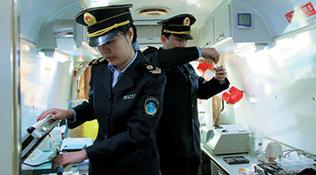 京首批食藥安全監察員持證上崗