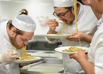 【高清圖集】通訊:中國重慶美食文化讓新西蘭洋廚師大開眼界