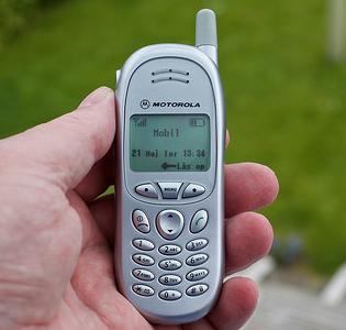 還記得你人生的第一部手機嗎