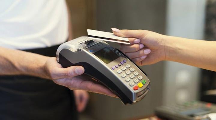 当POS机路过你身边没拿卡照刷你的钱?记者实测:要满足多个条件