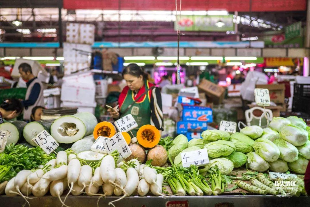 商务部:肉蛋蔬果等生活必需品 市场供应有保障