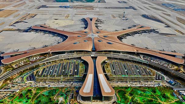"""攝影師航拍大興機場 俯瞰""""三縱一橫""""跑道壯觀"""
