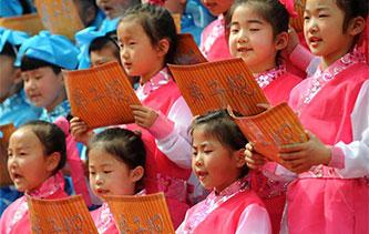 安徽萌娃著漢服誦讀國學經典 氣勢磅薄韻味深長