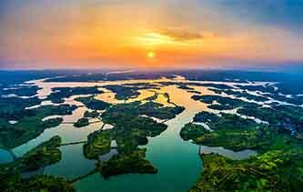 航拍湖南舂陵國家濕地公園 山環水繞美如五彩畫卷