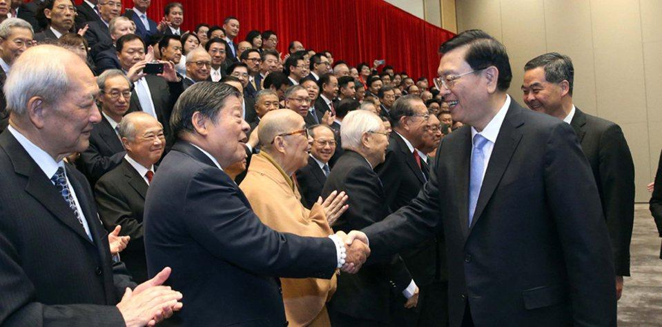 張德江會見香港各界代表人士