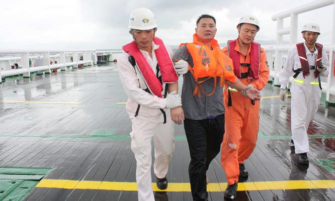 貨船在廣東海域沉沒 粵港聯合搜救12名船員脫險