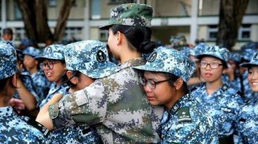 香港青少年軍事夏令營:迷彩青春