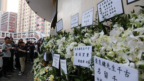 金庸喪禮在港舉行 眾多讀者吊唁致敬