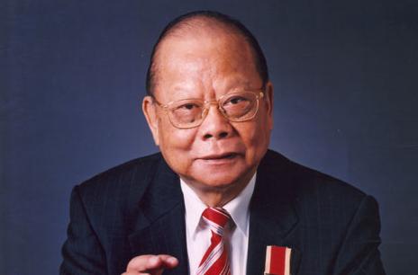 曾憲梓:傾力支持改革開放