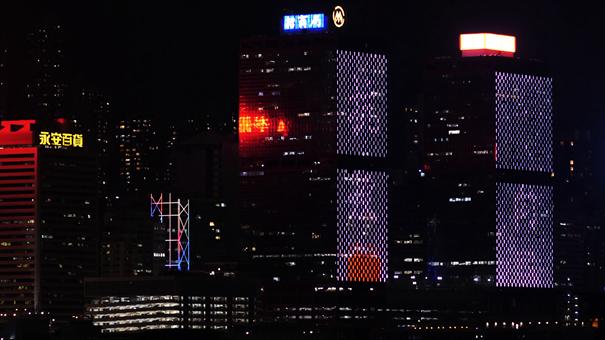 香港維港兩岸商廈為醫護人員亮燈打氣