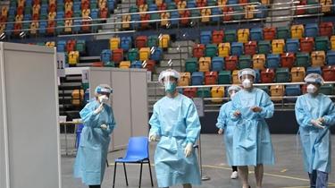 參與新冠病毒社區檢測的香港醫護人員速寫