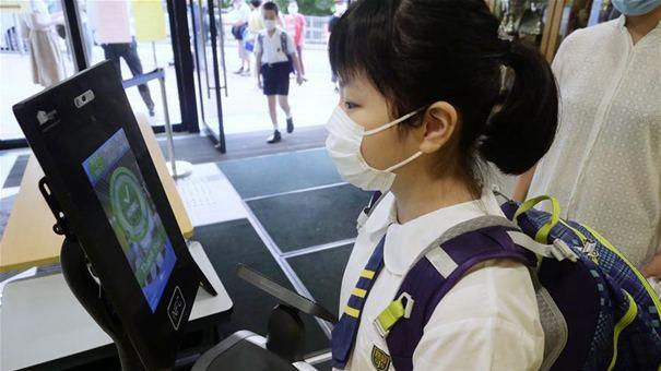 """特寫:""""上學好開心""""——香港在防疫常態化下迎接新學年"""