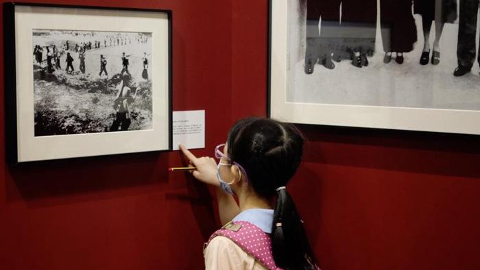 香港青年學生觀看《國家相冊》大型圖片典藏展有感