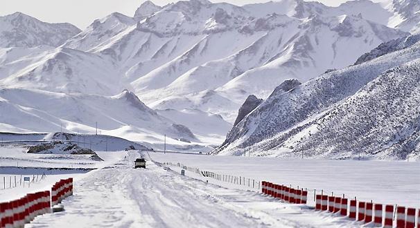 青海玉樹雪災區全力保障道路通暢