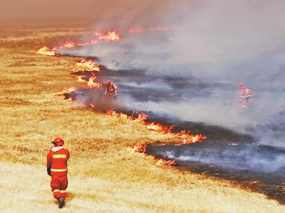 滅火一線的消防隊員