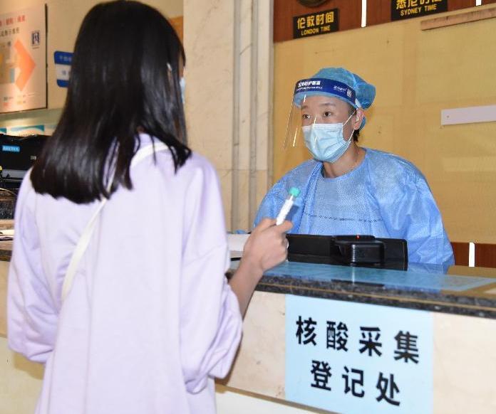 """醫療服務""""不打烊""""--國慶假期醫院走訪見聞"""