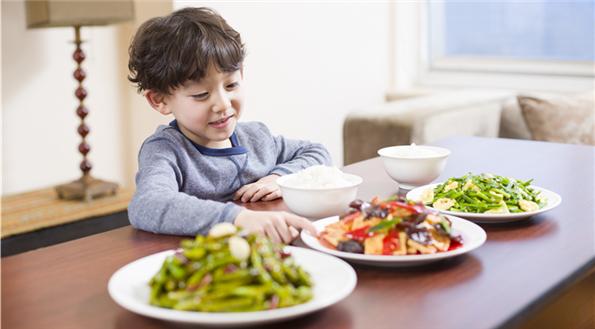 不建議給孩子吃保健品,好好吃飯最重要