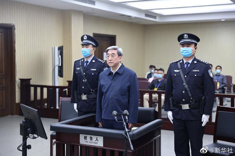 北京市政协原副主席李伟受贿案一审开庭