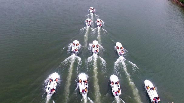 武警浙江總隊進行水上船艇編隊航行訓練