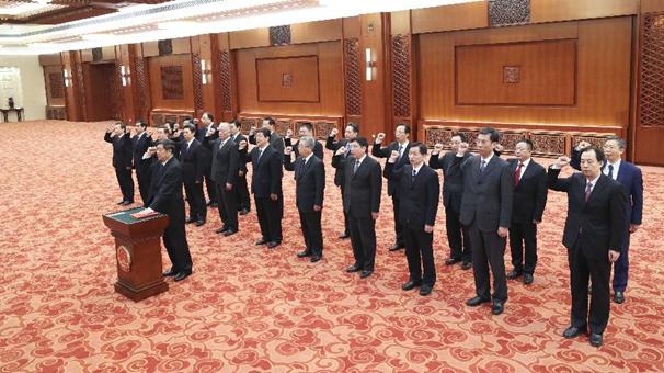 國務院部長、委員會主任、中國人民銀行行長、審計長進行憲法宣誓