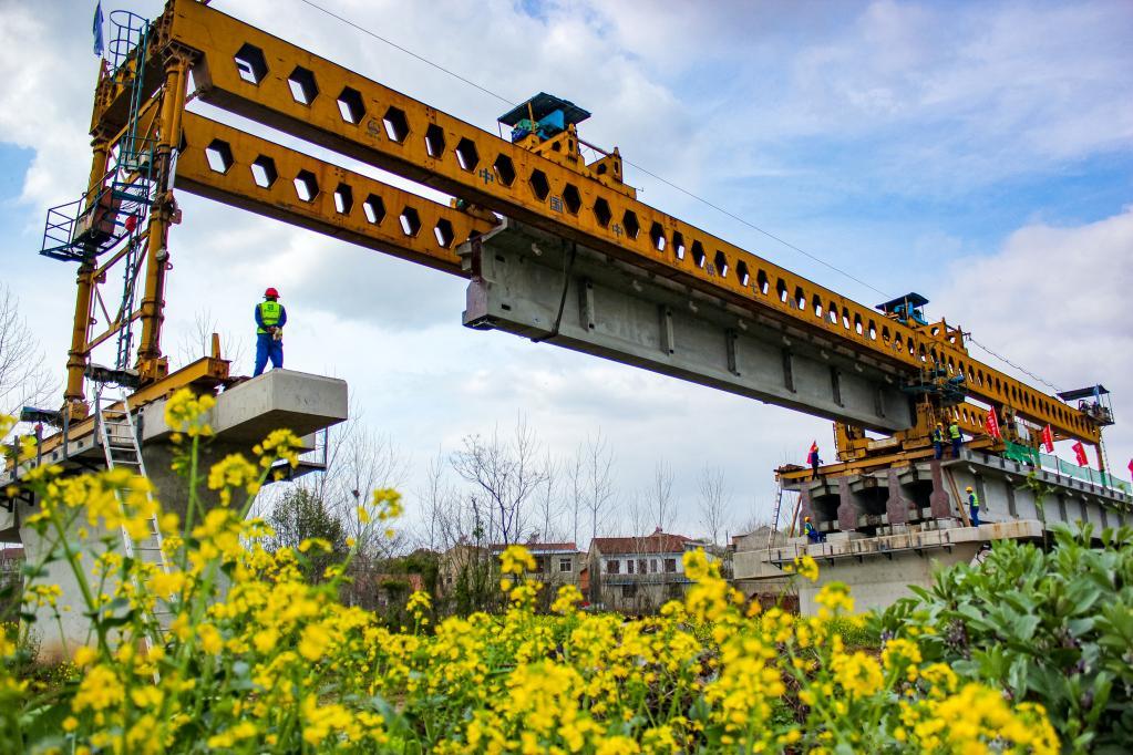 武汉新港江北铁路倒水河特大桥完成架