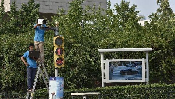 闖紅燈遭遇人臉識別高科技!濟南路口加裝高清攝像頭