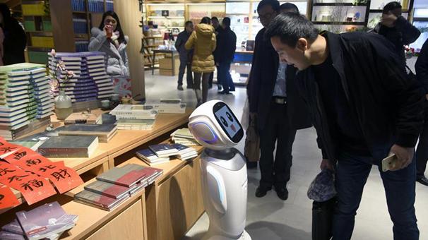 智能機器人亮相杭州新華書店