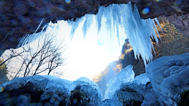 岩溶洞瀑布結冰瀑