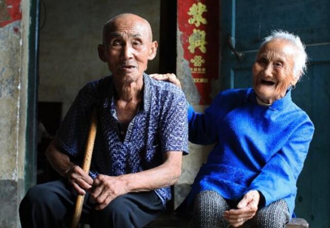 爱情最美的样子!百岁夫妻携手走过80余年