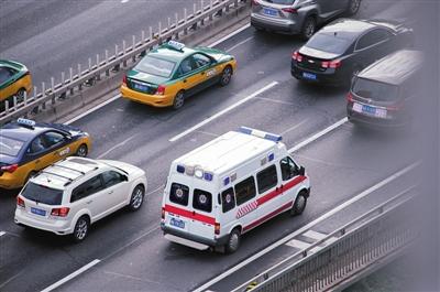 重傷學生5小時內蒙古轉運天壇醫院 交警接力護送