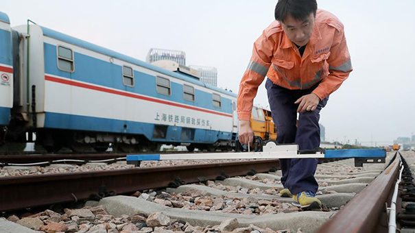三代鐵路線路檢修工 四十年傳承更上一層