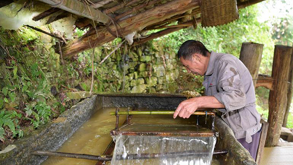 【圖片故事】大山裏的舀紙匠
