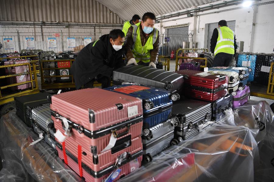 甘肅:貨運專機滿載防疫物資馳援武漢