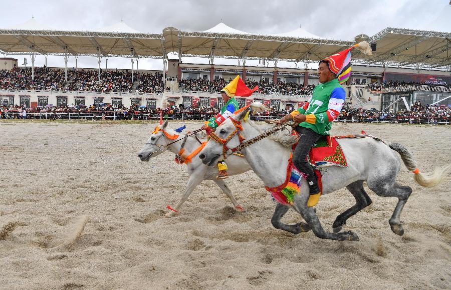 西藏當雄:雲端賽馬