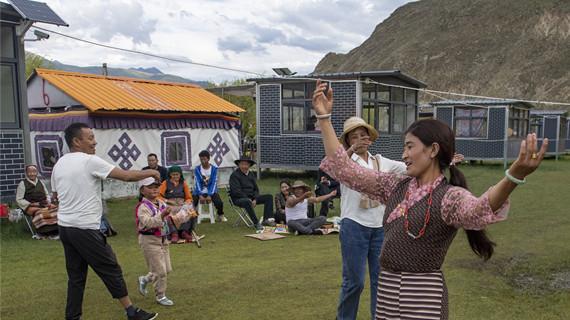 """""""過林卡"""":西藏群眾享受休閒時光"""