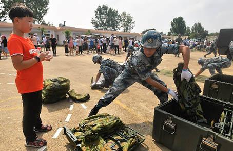 首次全國性大型軍營開放活動在武漢舉辦