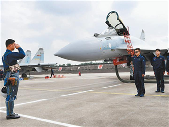 空军某部连续组织跨昼夜训练,战斗力持续跃升