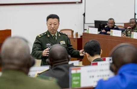 中外媒體記者走進中國最高軍事學府