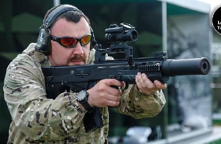 """俄特種兵將配""""世界最強步槍"""" 一發能穿防彈衣"""