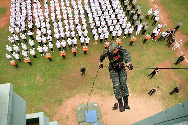 江西撫州:200余名大學生預徵對象搶先體驗軍旅生活