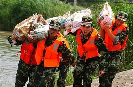 武警江西總隊多路出擊轉移被困群眾790余人