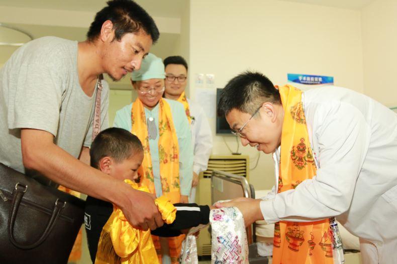 軍隊救治西藏丁青首批包蟲病患者出院