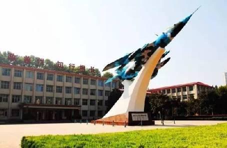 空軍工程大學航空機務士官學校組織教員赴部隊跟飛學習見聞