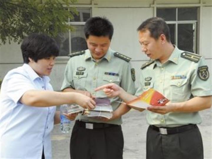 江西省軍區省檢察院聯合杭州軍事檢察院送法進軍營