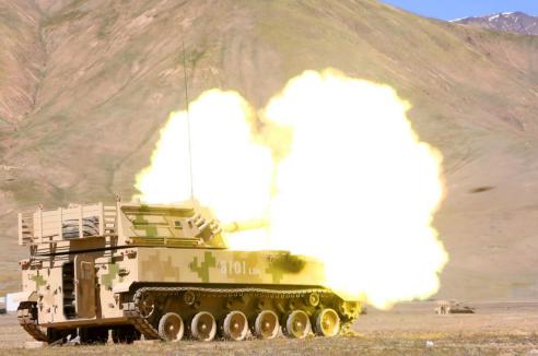第76集團軍某合成旅研練多兵種協同火力精確打擊多種目標能力