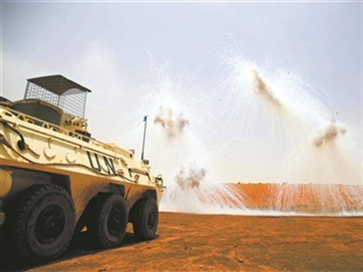 我赴馬裏維和部隊組織實彈射擊演練