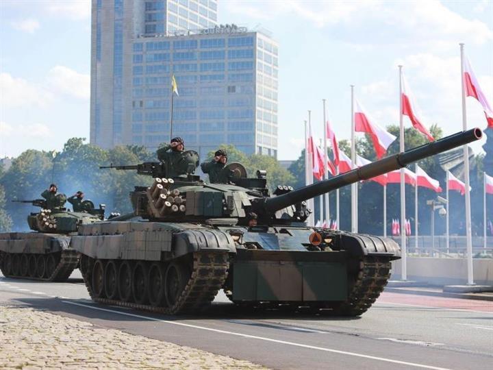 針對俄軍?美軍坦克戰機現身波蘭閱兵式