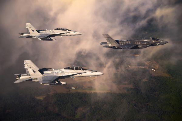 """美媒稱F-35先敵開火優勢獲共識:比F-22""""更有效"""""""