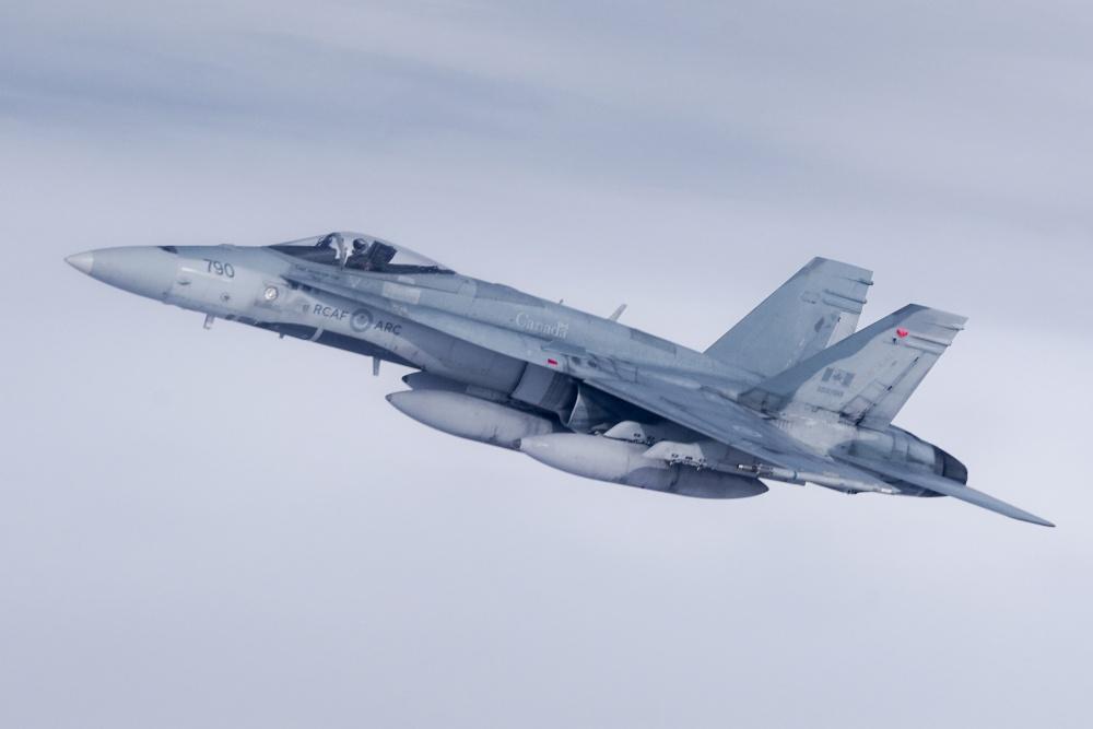 加拿大空軍參加紅旗軍演 自帶加油機空中加油